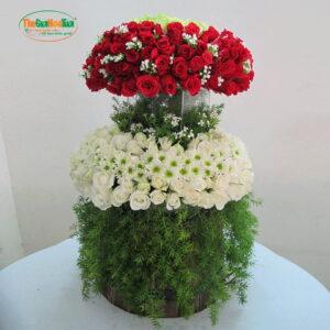 Tháp hoa 200 hoa hồng và cúc