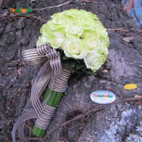 Hoa cầm tay hồng xanh nhạt