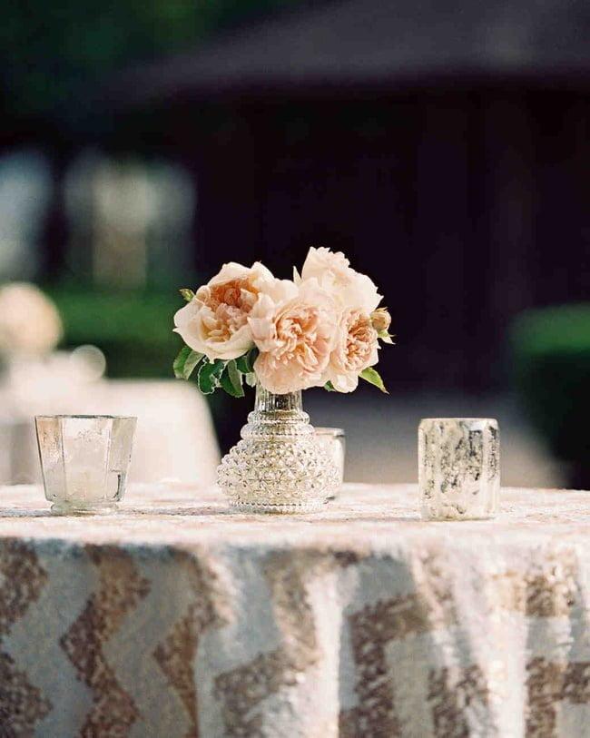Một bình hoa chẳng tốn nhiều công sức nhưng vẫn đủ để mang vẻ đẹp tươi tắn và lãng mạn đến với ngôi nhà.